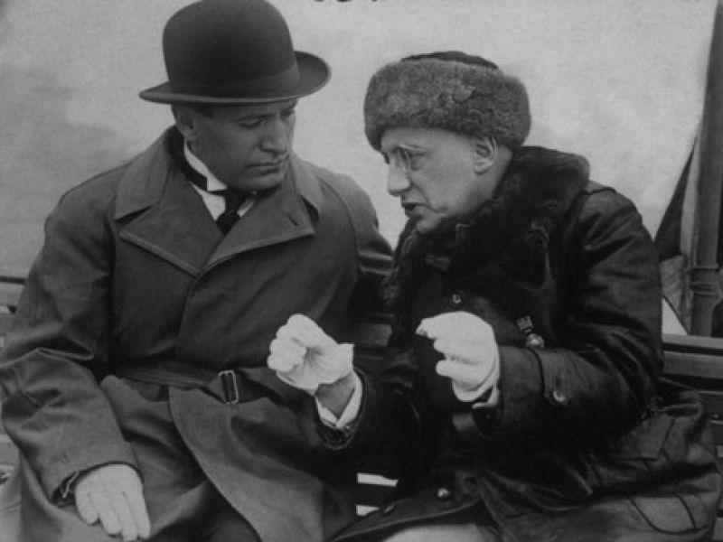 Mussolini e d annunzio dago fotogallery for Sedia di d annunzio