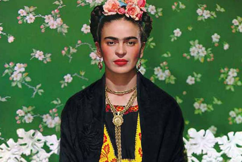 picasso frida khalo essay Frida kahlo essay frida kahlo essay between the borderline of mexico and the united states essay and things that other people couldn't see like pablo picasso's guernica and frida kahlo's self-portraits are example of revolutionaries.