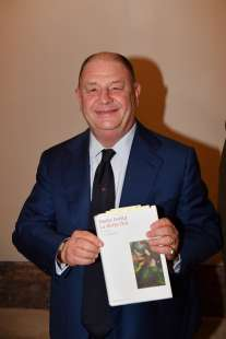 Paolo Isotta con il libro