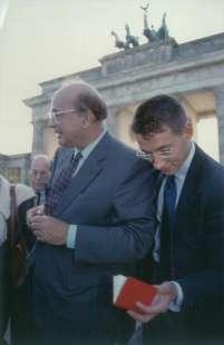 1992. bettino craxi berlino 3 con luca josi