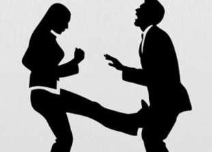 moglie picchia il marito 1