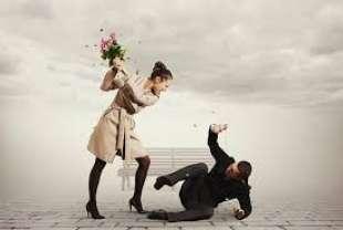 moglie picchia il marito 3