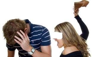 moglie picchia il marito 4