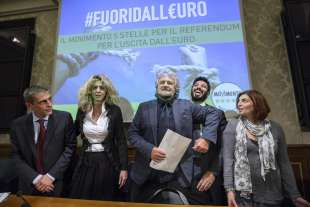 Alberto Airola, Barbara Lezzi, Beppe Grillo, Giorgio Sorial, Laura Castelli - referendum contro l euro - 2014 1