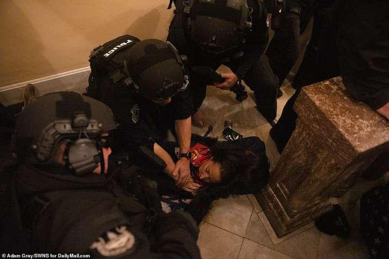 ashli babbitt uccisa durante l invasione del congresso da parte dei supporter di trump
