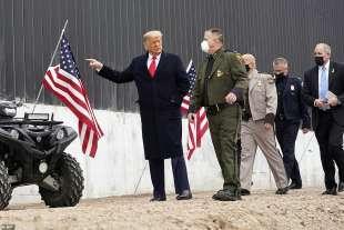 donald trump comizio ad alamo in texas davanti al muro con il messico 11