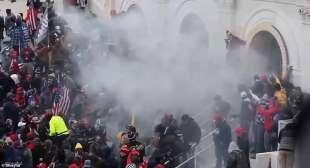 gas lacrimogeni contro i manifestanti a washington