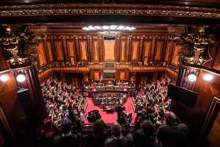 giuseppe conte parla al senato