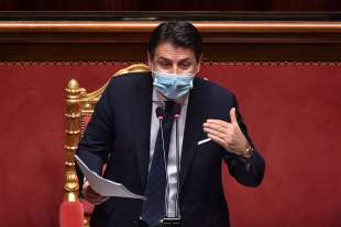 giuseppe conte parla al senato 3