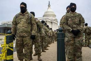 guardia nazionale davanti al campidoglio