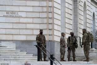guardia nazionale fuori dal senato usa