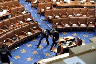 I membri del Congresso in fuga