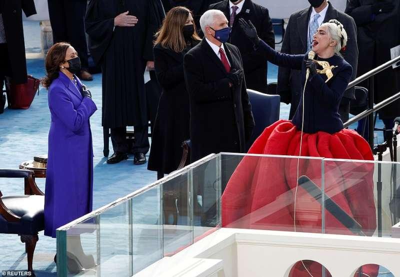 lady gaga canta l inno americano