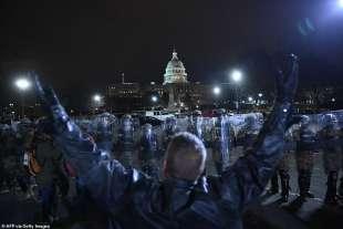manifestante vs guardia nazionale