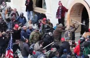 manifestanti assediano il campidoglio a washington
