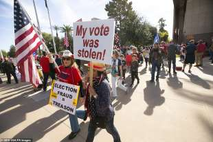manifestazione pro trump in arizona