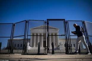 recinzione davanti alla corte suprema usa