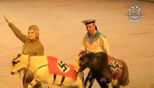 scimmia e capre con simboli nazisti al circo in russia 3