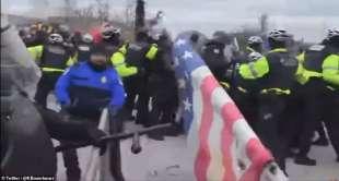 scontri a washington tra polizia e supporter di trump 10