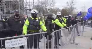 scontri a washington tra polizia e supporter di trump 5