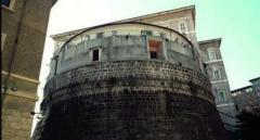 Il torrione Niccolò V, sede dello Ior  niccolov