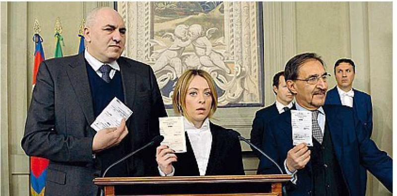 CROSETTO GIORGIA MELONI E IGNAZIO LA RUSSA CON LA TESSERA ELETTORALE AL QUIRINALE