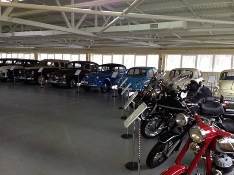 Garage con macchine d epoca di yanukovich dago fotogallery for Foto staccate del garage
