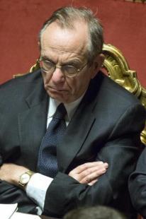 PADOAN FIDUCIA AL GOVERNO RENZI IN SENATO FOTO LAPRESSE