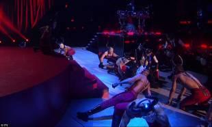 madonna cade dal palco 2
