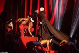 madonna cade dal palco 6
