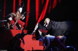 madonna cade dal palco 7