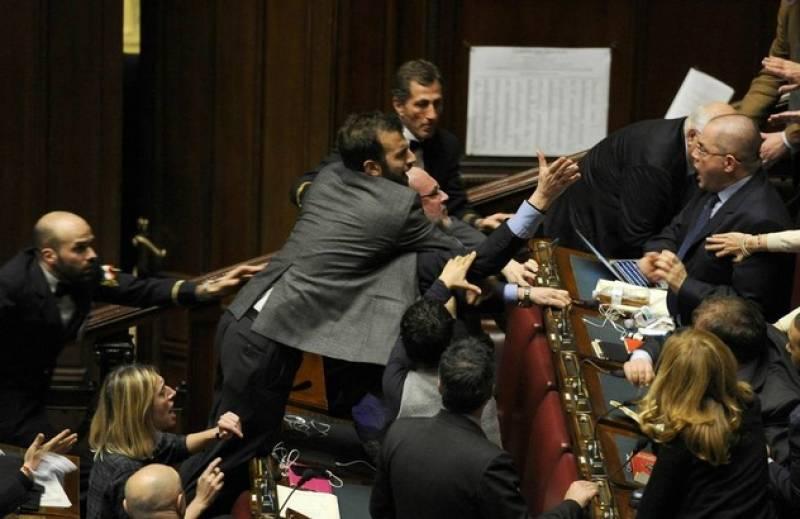 Montecitorio rissa tra onorevoli pd e sel dago fotogallery for Indirizzo parlamento italiano
