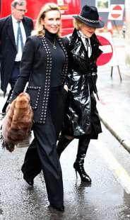 tatjana akhmedova con l avvocato
