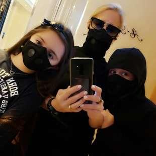 heather parisi a hong kong con la mascherina