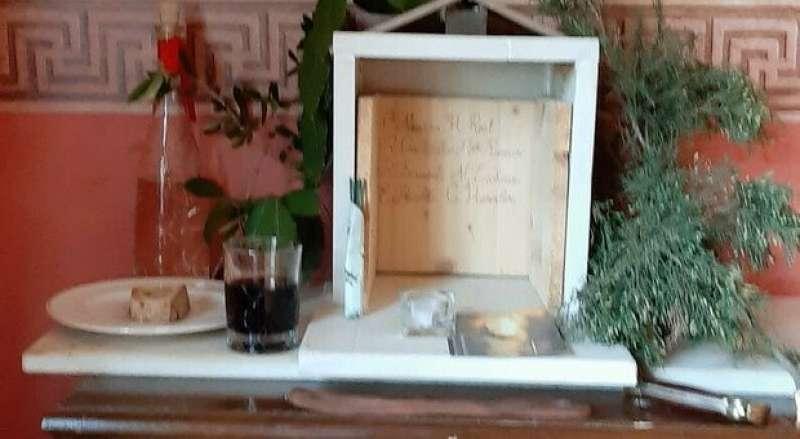 altare di casapound coi nomi dei criminali nazisti