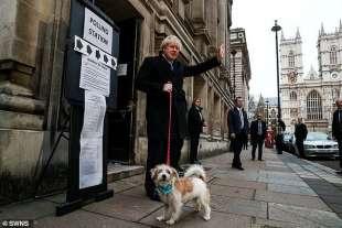 boris johnson e il cane dilyn 3