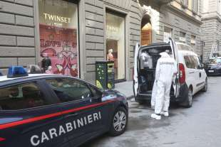 carabinieri sul luogo della tragedia