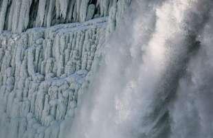 cascate del niagara ghiacciate 13