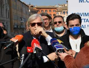 conferenza stampa di sgarbi a piazza navona foto di bacco (10)