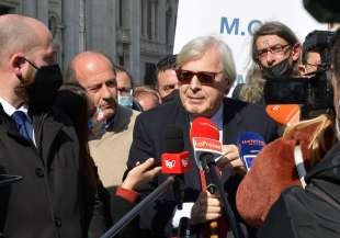 conferenza stampa di sgarbi a piazza navona foto di bacco (16)