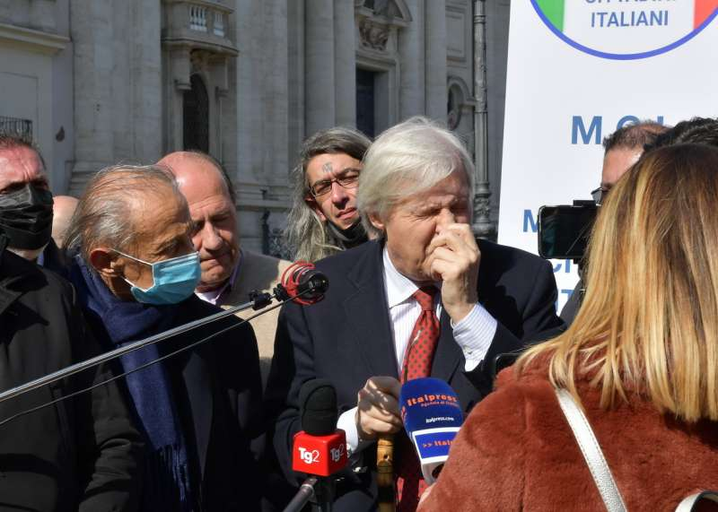 conferenza stampa di sgarbi a piazza navona foto di bacco (17)