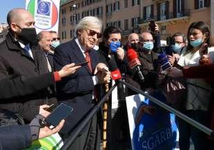conferenza stampa di sgarbi a piazza navona foto di bacco (2)