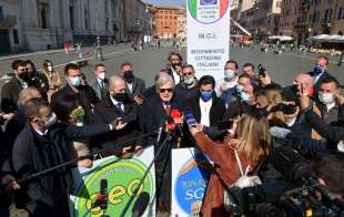 conferenza stampa di sgarbi a piazza navona foto di bacco (4)
