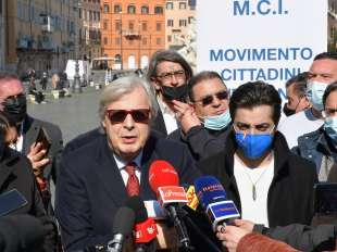 conferenza stampa di sgarbi a piazza navona foto di bacco (6)