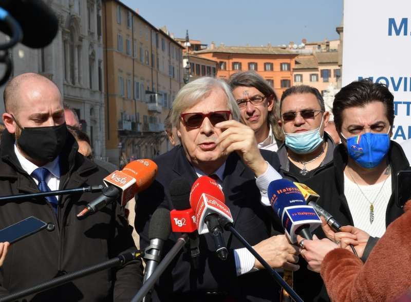 conferenza stampa di sgarbi a piazza navona foto di bacco (9)