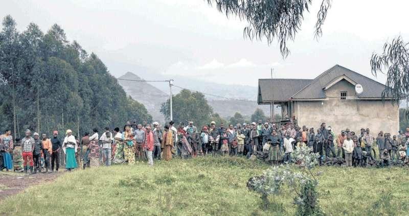CONGO - ABITANTI DEL VILLAGGIO DI KIBUMBA