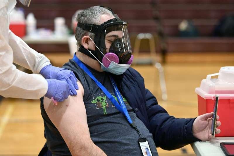 coronavirus vaccini a new york 1
