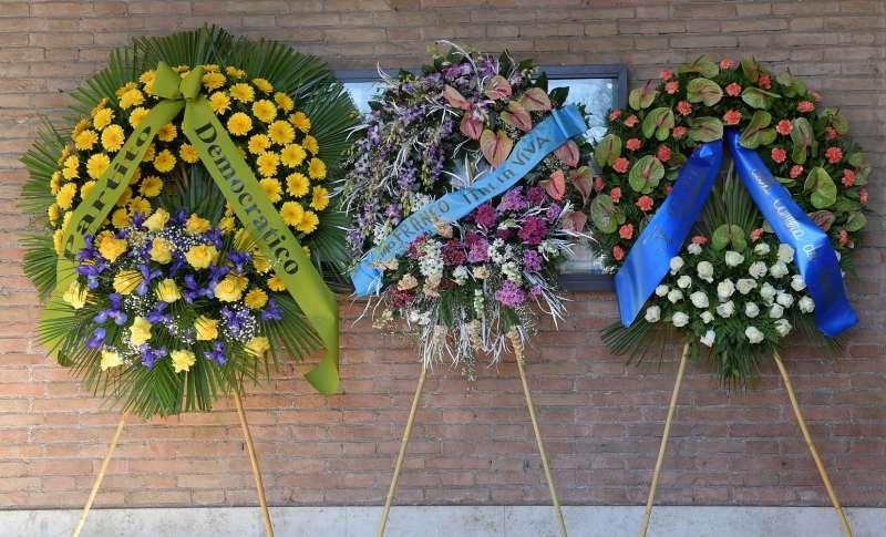 corone di fiori per franco marini (1)