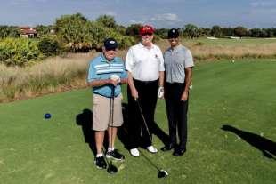 donald trump gioca a golf con jack nicklaus e tiger woods