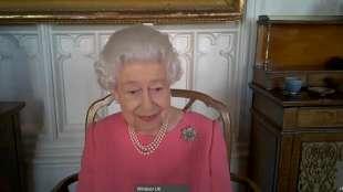 la regina elisabetta scende in campo per il vaccino 2